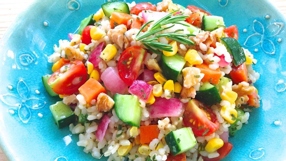 【寄稿記事】暑くてもご飯が進む、カラフル野菜天国!玄米のさっぱりライスサラダ