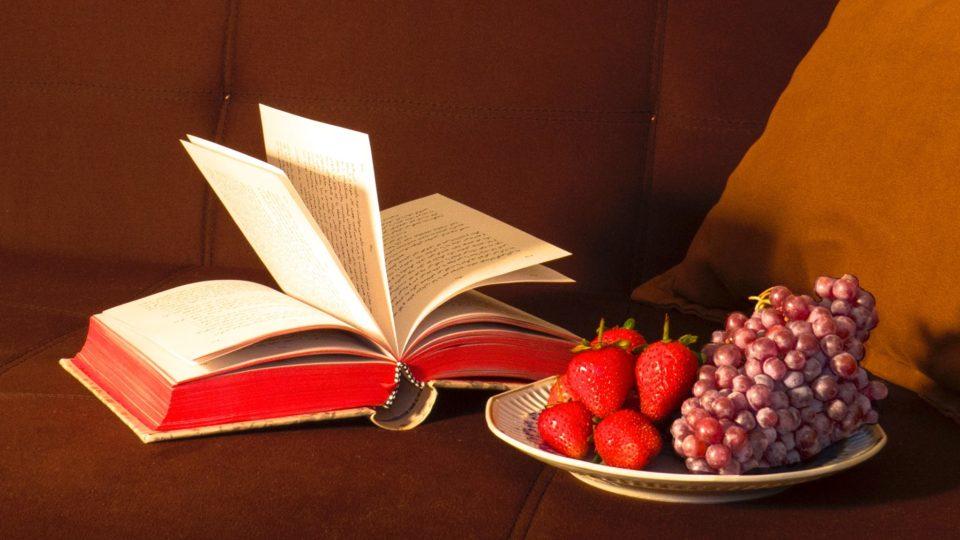 【寄稿記事】いくら読んでも太らない! お腹と心をほっこり満たす、美味しい小説・エッセイ7選
